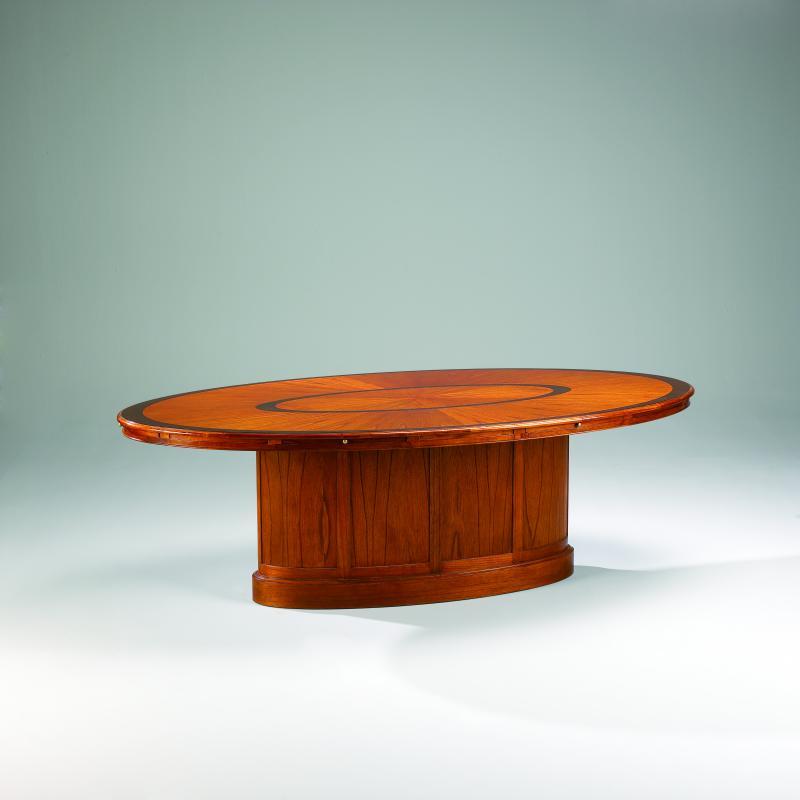 31878 konferenztisch klein mit holzplatte studio globe for Kleiner konferenztisch
